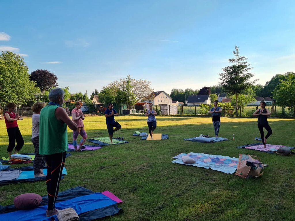 Lovely Yoga - Yoga im Freien